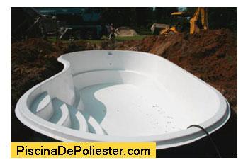 Piscina de polister cuales son los pasos a seguir para su for Fabricantes de piscinas de poliester